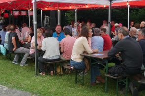 "Sommerfest 2019 <span class=""fotografFotoText"">(Foto:&nbsp;Diverse&nbsp;Fotos)</span><div class='url' style='display:none;'>/kg/zuchwil/</div><div class='dom' style='display:none;'>ref-wasseramt.ch/</div><div class='aid' style='display:none;'>104</div><div class='bid' style='display:none;'>1197</div><div class='usr' style='display:none;'>96</div>"