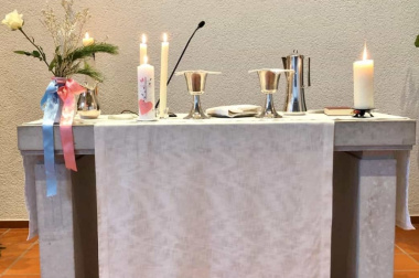 "Altar <span class=""fotografFotoText"">(Foto:&nbsp;Andrea&nbsp;Ziegler)</span><div class='url' style='display:none;'>/kg/zuchwil/</div><div class='dom' style='display:none;'>ref-wasseramt.ch/</div><div class='aid' style='display:none;'>25</div><div class='bid' style='display:none;'>2035</div><div class='usr' style='display:none;'>23</div>"