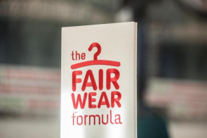 "fair wear foundation <span class=""fotografFotoText"">(Foto:&nbsp;Kirche&nbsp;Schweiz)</span><div class='url' style='display:none;'>/</div><div class='dom' style='display:none;'>oeme.ch/</div><div class='aid' style='display:none;'>281</div><div class='bid' style='display:none;'>2339</div><div class='usr' style='display:none;'>121</div>"